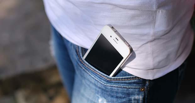 Bỏ điện thoải trong túi quần làm giảm chất lượng tinh trùng
